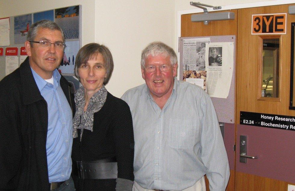 Prof. Peter Molan mit Andrea und Alan von Larnac Manuka Honig